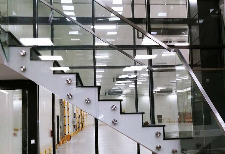 balustrady szklane schodowe